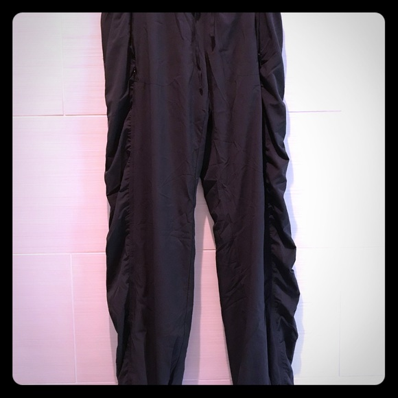 Lined rouched leg Athleta pants.
